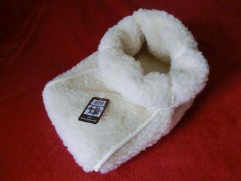 Fußsack aus reiner Schurwolle für wohlig warme Füße, weiß.